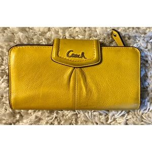 Yellow Coach Wallet 🌼🌼🌼